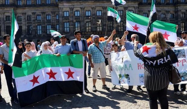 Hollanda'da Suriye gösterisi: Sayın insanlık neredesin?