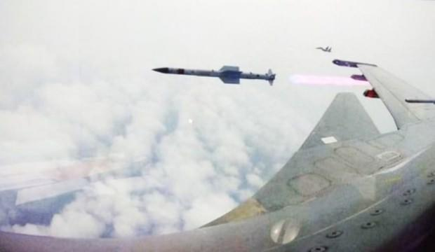Füze arayışına başladılar! Savaş uçakları otoyolda tatbikat yapıyor