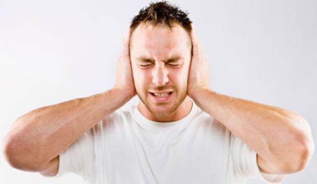 Kulak ağrısı neden olur? Şiddetli kulak ağrısı evde nasıl geçirilir?