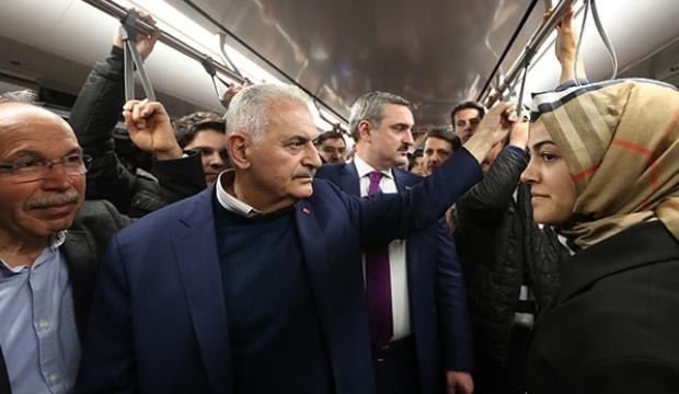 Binali Yıldırım metroya bindi