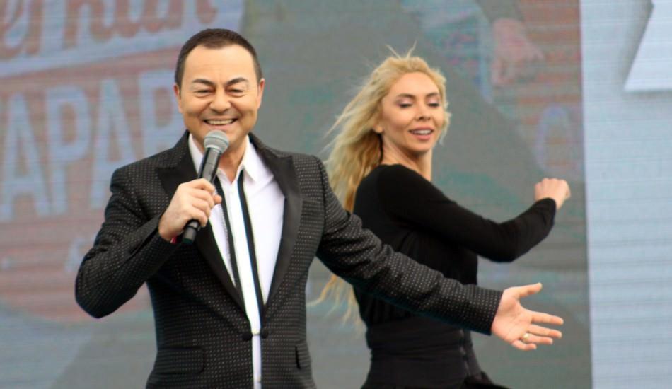 AK Parti'nin mitinginde Serdar Ortaç sürprizi