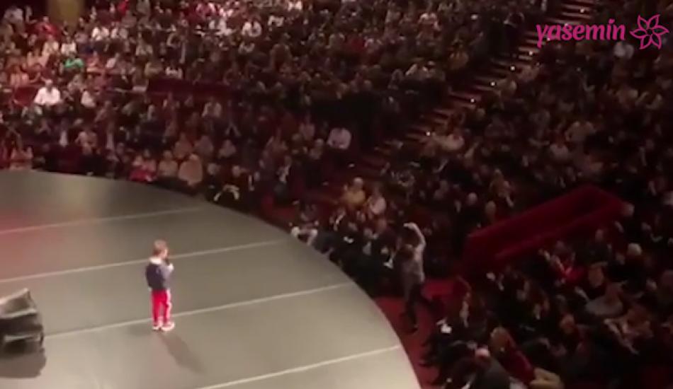 Cem Yılmaz'ın oğlu gösterinin açılışını yaptı!