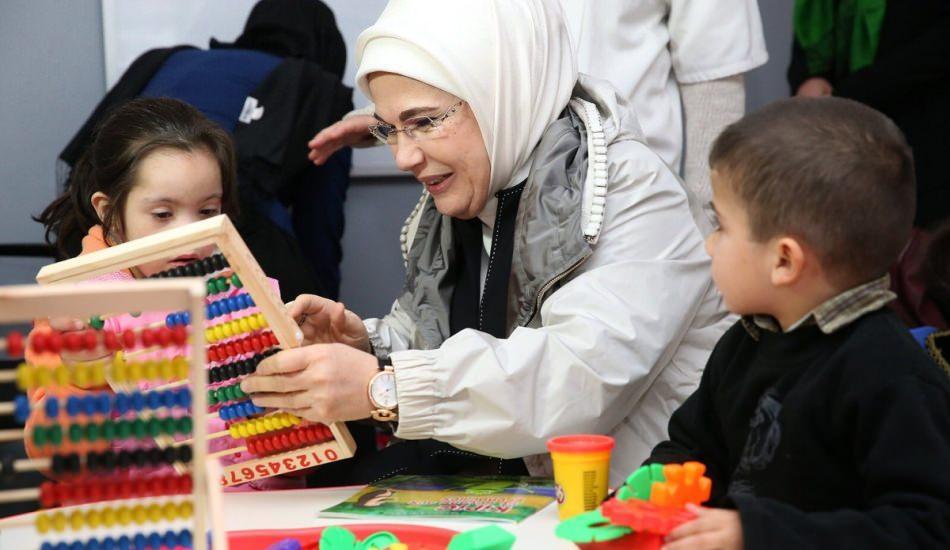 """Emine Erdoğan'dan """"Otizm Farkındalık Günü"""" mesajı"""