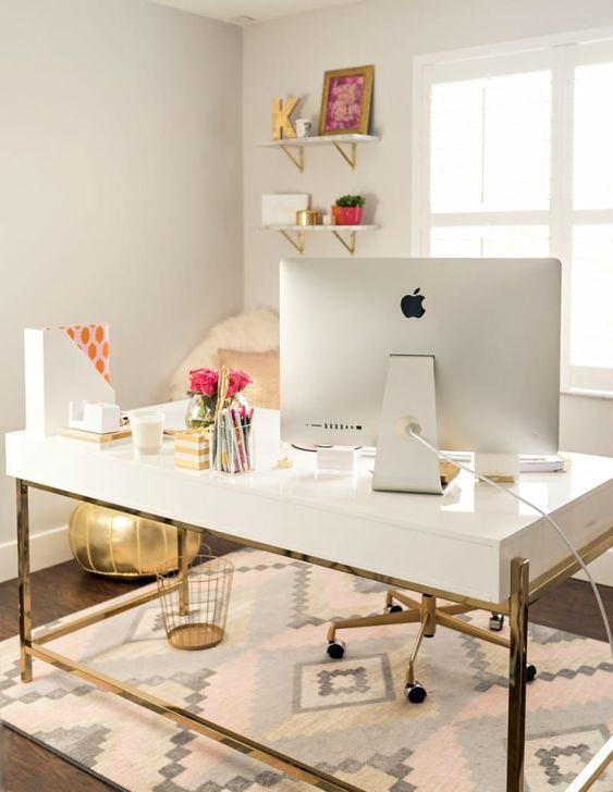 Ofis masası dekorasyonları
