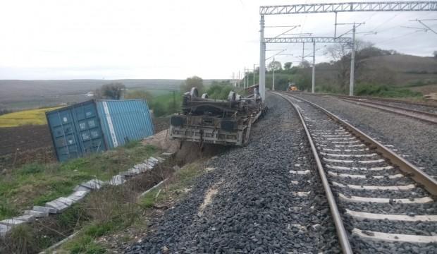 Çerkezköy-Silivri arasında seyreden yük treninin dingili kırıldı
