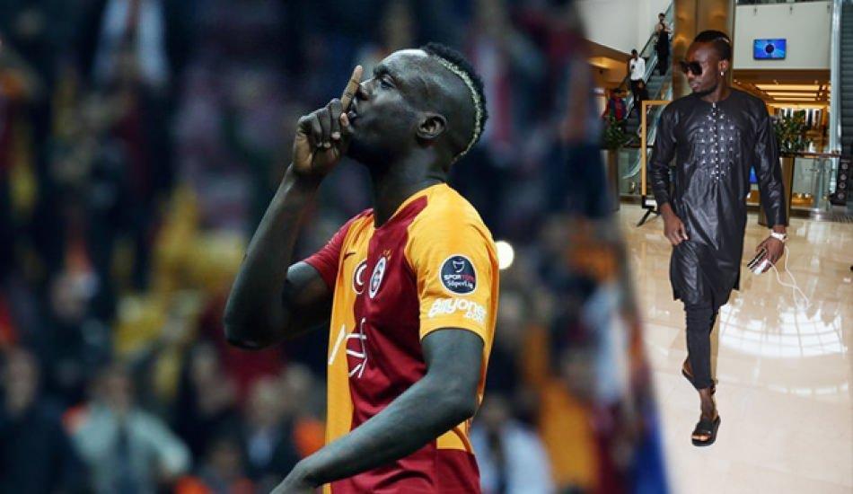 Galatasaraylı yıldız kıyafetiyle gündeme geldi!