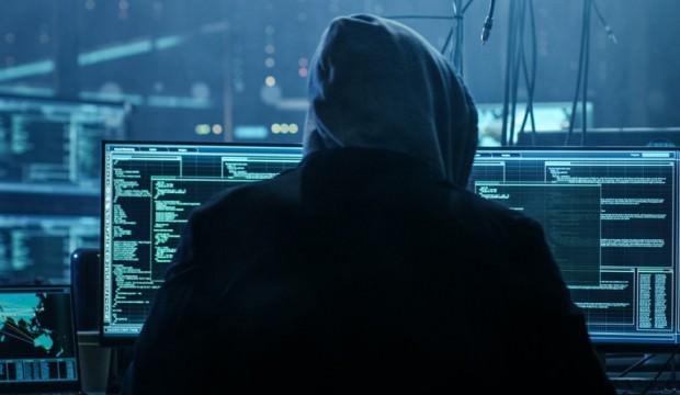 FBI'e hacker şoku! Hepsini ele geçirdiler