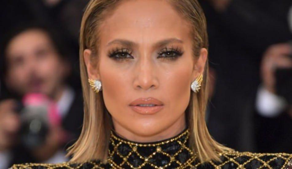 Jennifer Lopez'in yüzüğü alay konusu oldu!