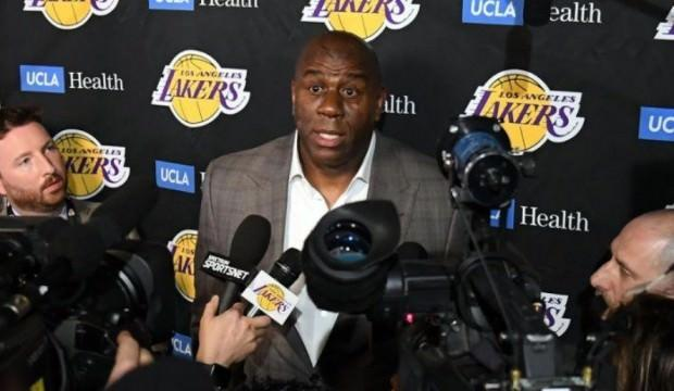 Magic Johnson istifa etti!