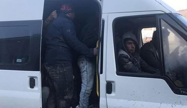 Minibüslerde 67 kaçak göçmen yakalandı