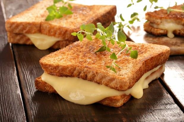 peynirli tost tarifi