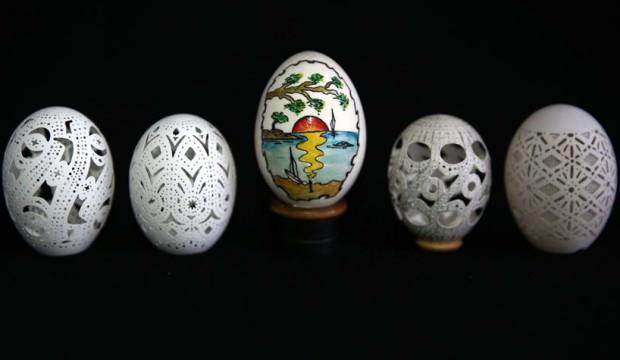 Yumurtaları sanat eserine dönüştürüyor