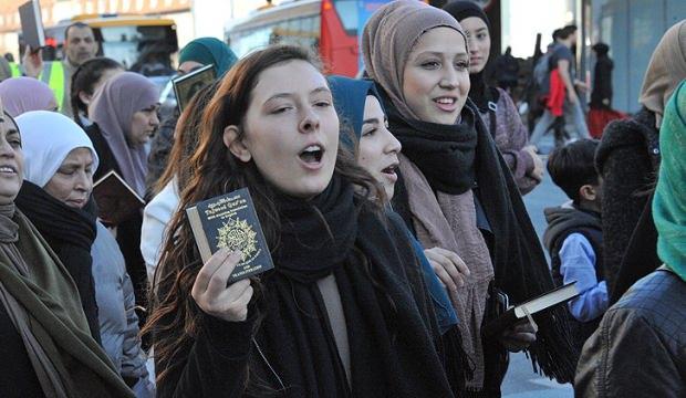 Kur'ana ve kutsal kitaplara saygı yürüyüşü