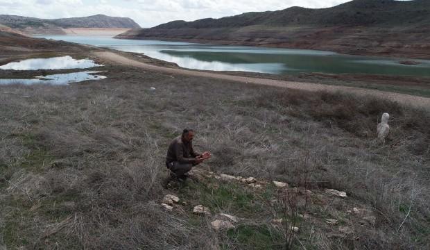 Baraj kurudu mezarlar ortaya çıktı