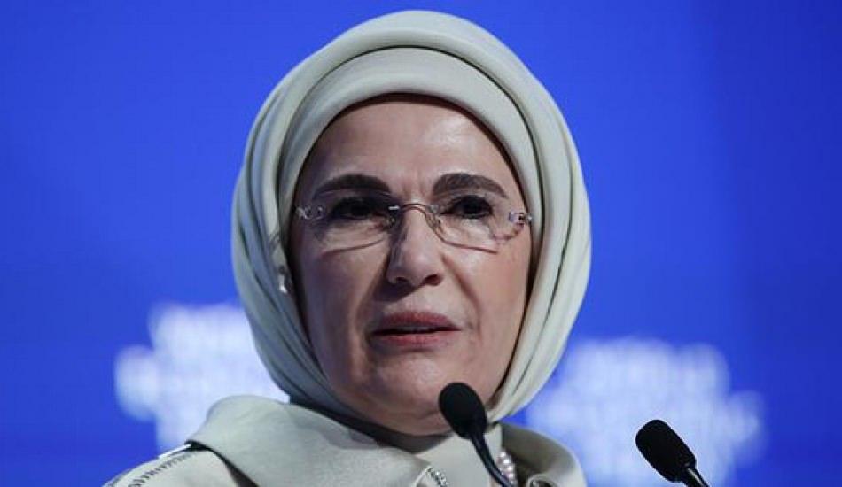 """Emine Erdoğan'a Dünya İnsaniyet Forumu'ndan """"Fark Yaratan"""" ödülü!"""