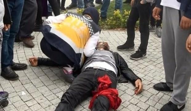 Eşini döven adamı sokak ortasında bıçakladılar