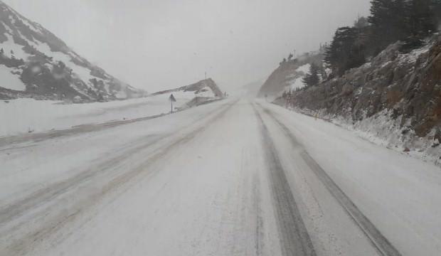 Kar yağışı trafiği aksattı!