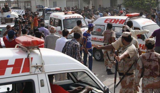 Pakistan'da korkunç saldırı! Yolcu otobüsünü taradılar
