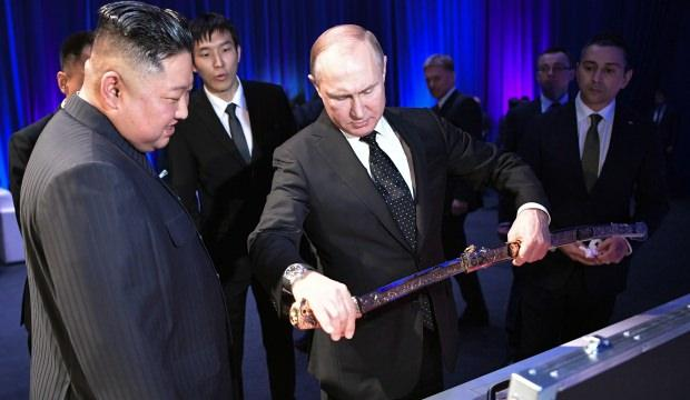 Putin cebine 1 ruble iliştirip, kılıcı satın aldı! Gerçek ortaya çıktı