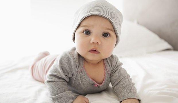Erkek Bebek Altını Temizlemek