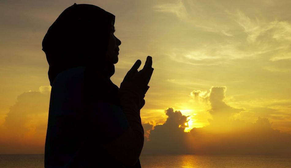 Adetli kadın hangi ibadetleri yapabilir? Adetliyken okunacak dualar! Adetliyken Ayetel Kürsi okumak...