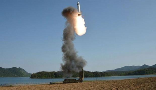 Kim Jong füzeleri peş peşe ateşledi!