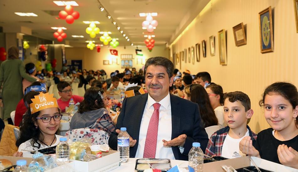 300 çocuk ilk orucunu Esenler Belediyesi'nin iftar programında açtı!