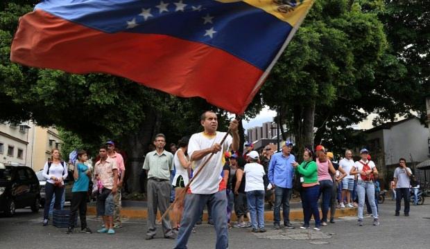Guaido tekrar sokağa çağırdı!