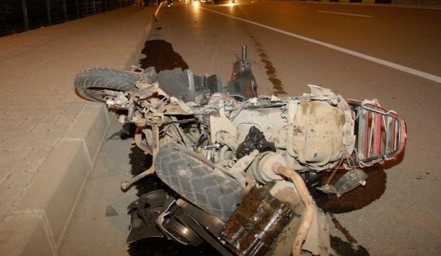 Otomobille çarpışan motosikletle hurdaya döndü: 1 ölü, 1 yaralı
