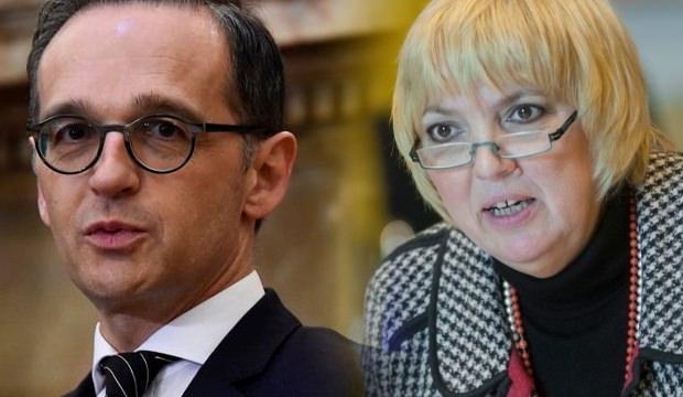 Almanya Dışişleri Bakanı Heiko Maas (solda) ve Alman Meclisi Başkanvekili Claudia Roth (sağda) ...