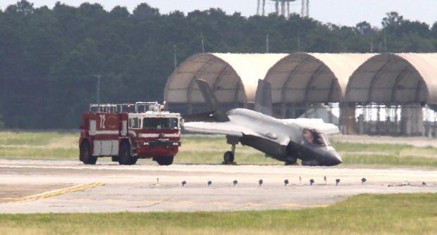 Başka bir kaza... ABD'deki bir üsse iniş yapan F-35 jetinin ön iniş takımı kırılmıştı.