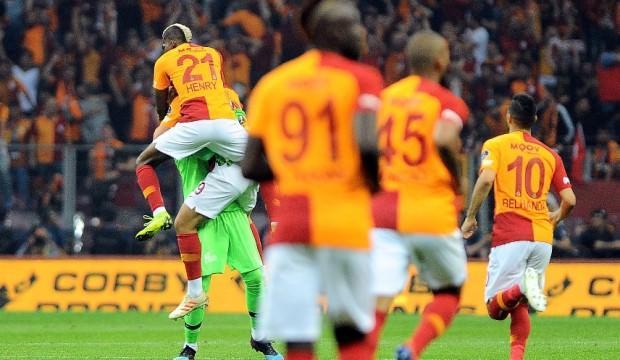 Adebayor: Galatasaray'ı tebrik ediyorum