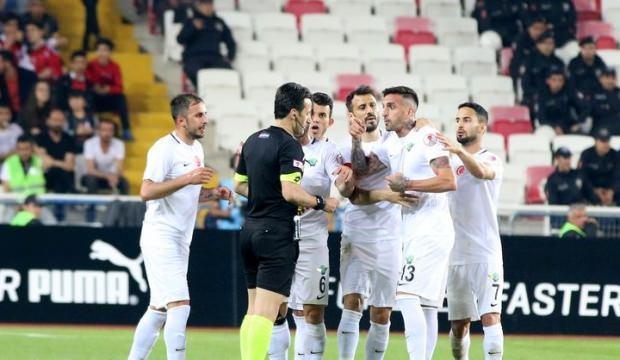 Akhisarsporlu üç futbolcu PFDK'ya sevk edildi
