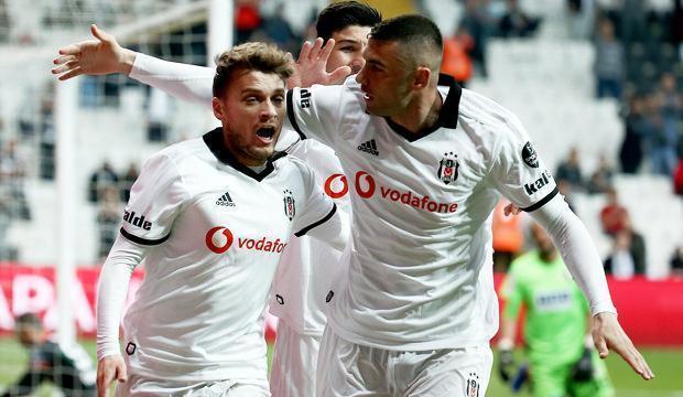 Beşiktaş şampiyonluk yarışını bırakmadı!