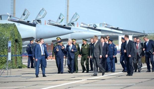 Putin'e Hipersonik Kinjal füzeli MiG-31 uçağı tanıtıldı
