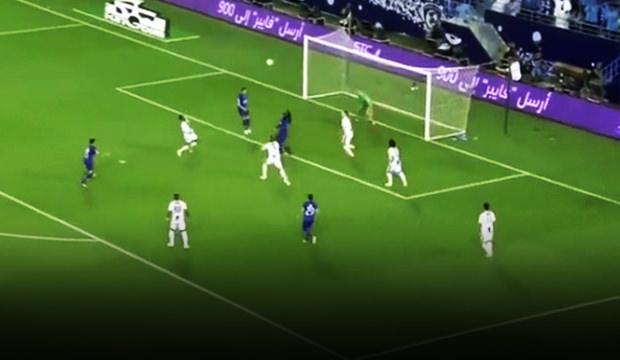Şampiyonluk maçında Gomis'ten jeneriklik gol!