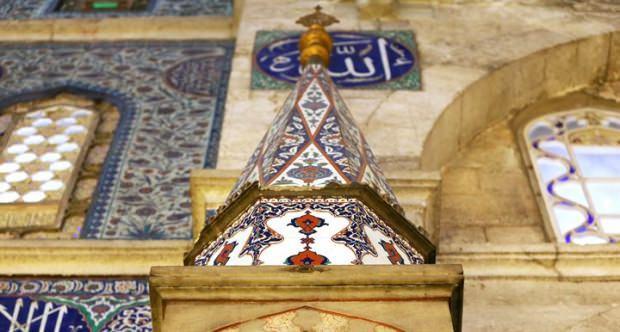 Mihrabın üst orta kısmı