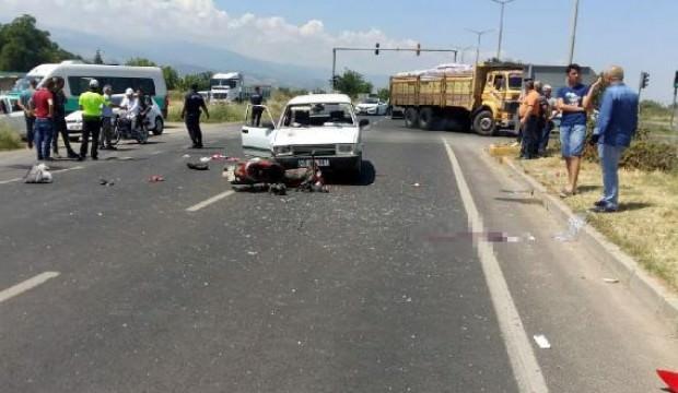 Otomobil ile motosiklet çarpıştı: 1 ölü, 2 yaralı