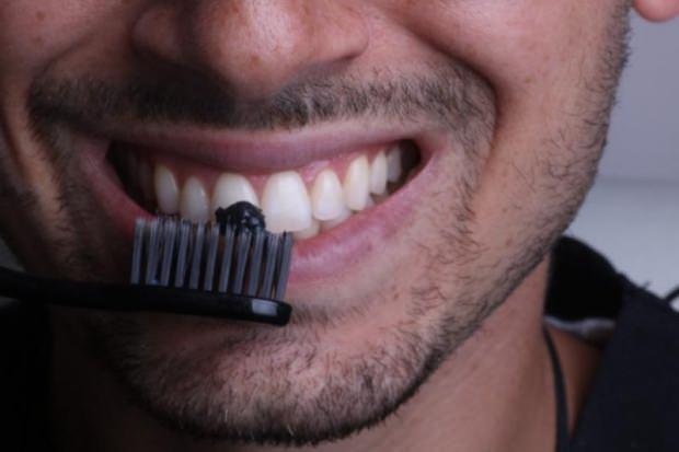 aktif kömür diş beyazlatma