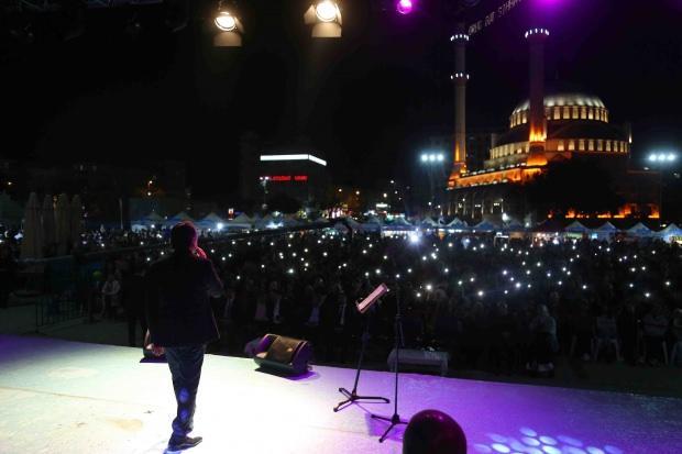 Boşnak sanatçı Zeyd Şoto ve Eşref Ziya Terzi Bağcılar'da konser verdi