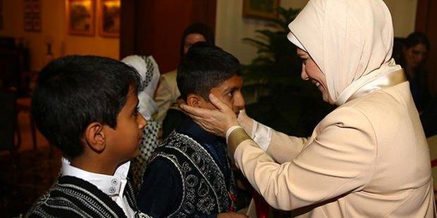 Emine Erdoğan, yetim çocuklar ile birlikte