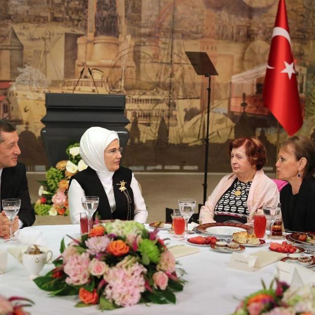 Emine Erdoğan, hayırsever iş insanlarıyla bir araya geldi