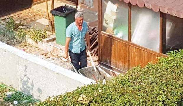 CHP'li Bilecik Belediye Başkanı, evini belediye işçilerine yaptırdı