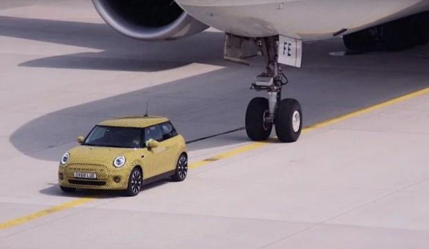 Elektrikli Mini uçak çekti!
