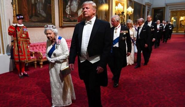 Sokakta öfke, sarayda şatafat! Trump yine yasak tanımadı