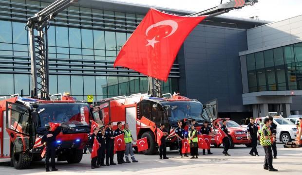 A Milli Takım, bayraklarla karşılandı