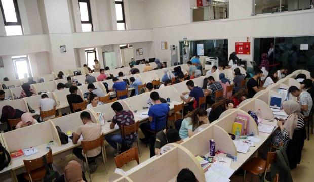 Bağcılar Belediyesi YKS'ye girecek öğrencilere moral hediyesi verdi