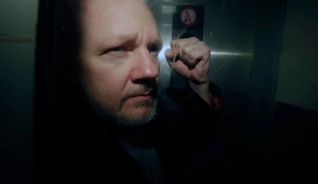 İngiltere Julian Assange'ın ABD'ye iadesini onayladı