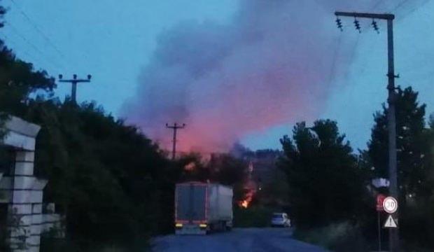 Kocaeli'de bir fabrikada yangın çıktı! Patlamalar yaşanıyor...