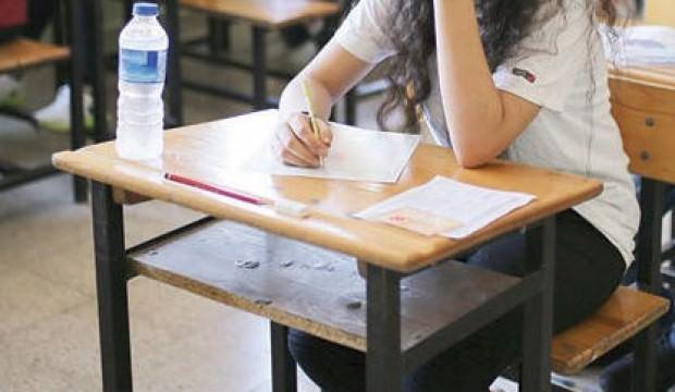 Sınava giren torununa aldığı su şişesinden alkol çıktı